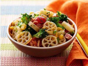 school-lunch-wagon-wheel-pasta